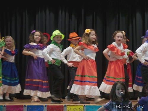 2nd grade Spanish dancers